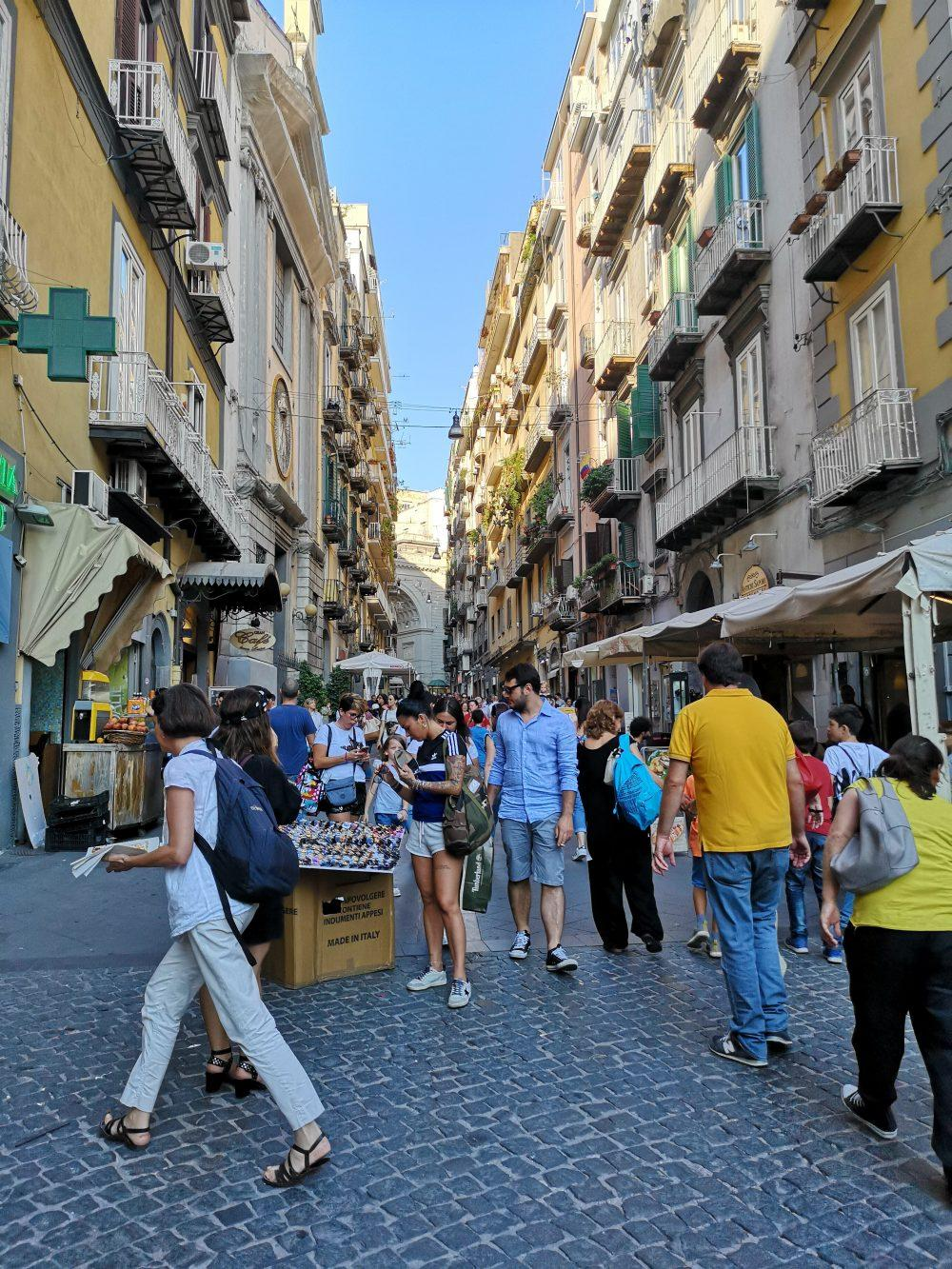 c8f062267d71 Shopping a Napoli