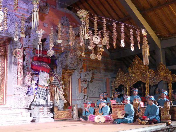 spettacolo danze tipiche ubud